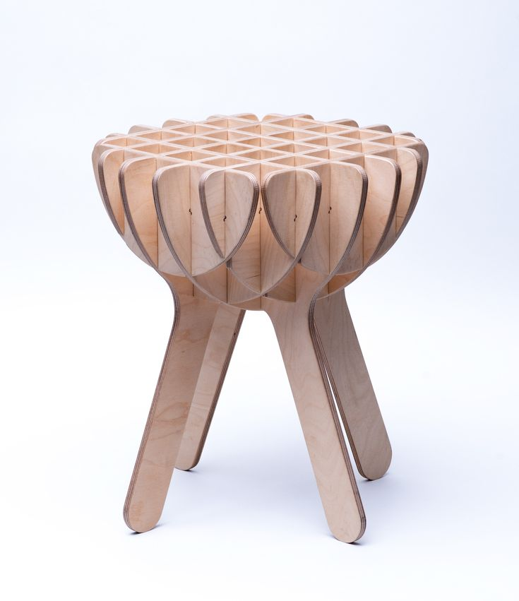 A toolless screwless and glueless plywood stool