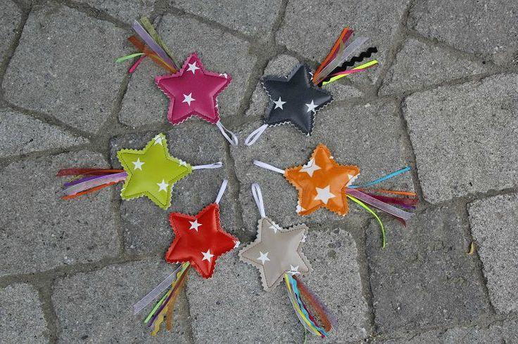Voici quelques petites étoiles filantes colorées parce qu'il y en a assez de la grisaille, de cette pluie, de ce printemps qui ne...