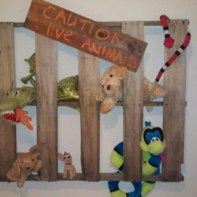 Fun pallet idea for corralling stuffed animals in safari, jungle or explorer room...