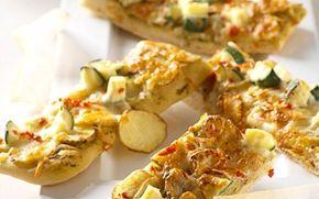 Kartoffelpizza med squash og chili De milde squash og kartofler får et ordentligt spark af chili og ost på denne dejlige, mættende pizza.