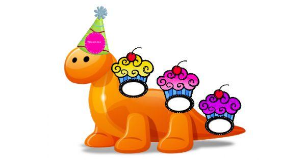 """Ensemble pour afficher les anniversaire de classe sous le thème des dinosaures.  Matériel:    petits gâteaux avec étiquette pour inscrire le nom de chaque élève  grand dinosaure pour mettre en évidence les """"fêtés"""" du mois e"""