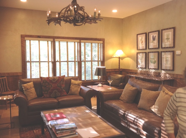 A Living Room Addition To A Log Cabin The Glazed Walls
