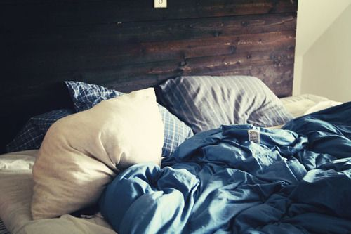 +Ears Mornings, Blue, Bedrooms Design, Peace Places, Colors Combinations, Unmade Beds, Comfy Cozy, Eye, Cozy Beds