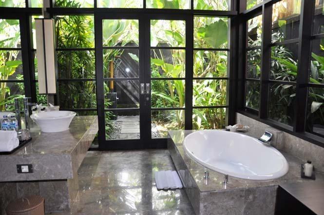 luxurius bath room..