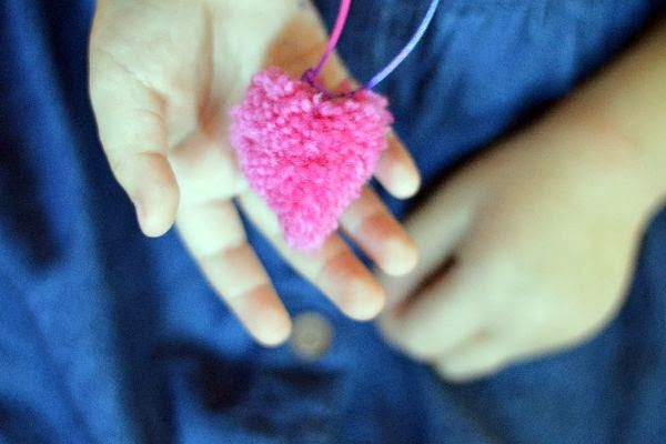 POM POM HEART DIY