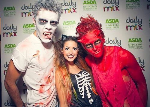 Alfie, Zoe, and Joe! (Pointlessblog, Zoella, ThatcherJoe) Zoe looks so small in this photo compared to the guys!!