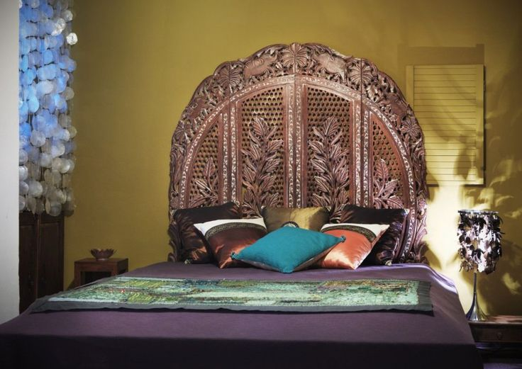 Oriental bed decorated with craft indian screen from Le Patio.