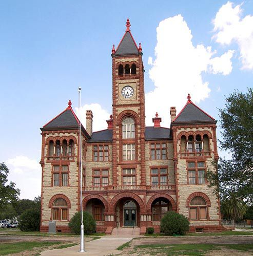 pics of american courthouses | DeWitt County Courthouse in Cuero, Texas , photo by