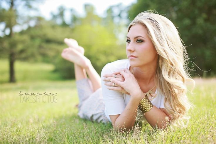 outdoor country senior session   brittny » Modern, Fun, Stylish Raleigh Senior Portrait photography by Lauren Takes Photos