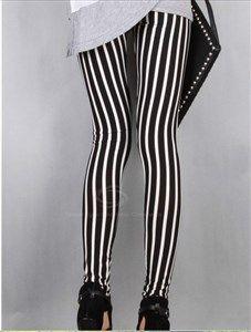Seras la envidia de muchas con este leggin de lineas, que esperas para entrar en nuestra tienda online y llevartelo, no te arrepentiras