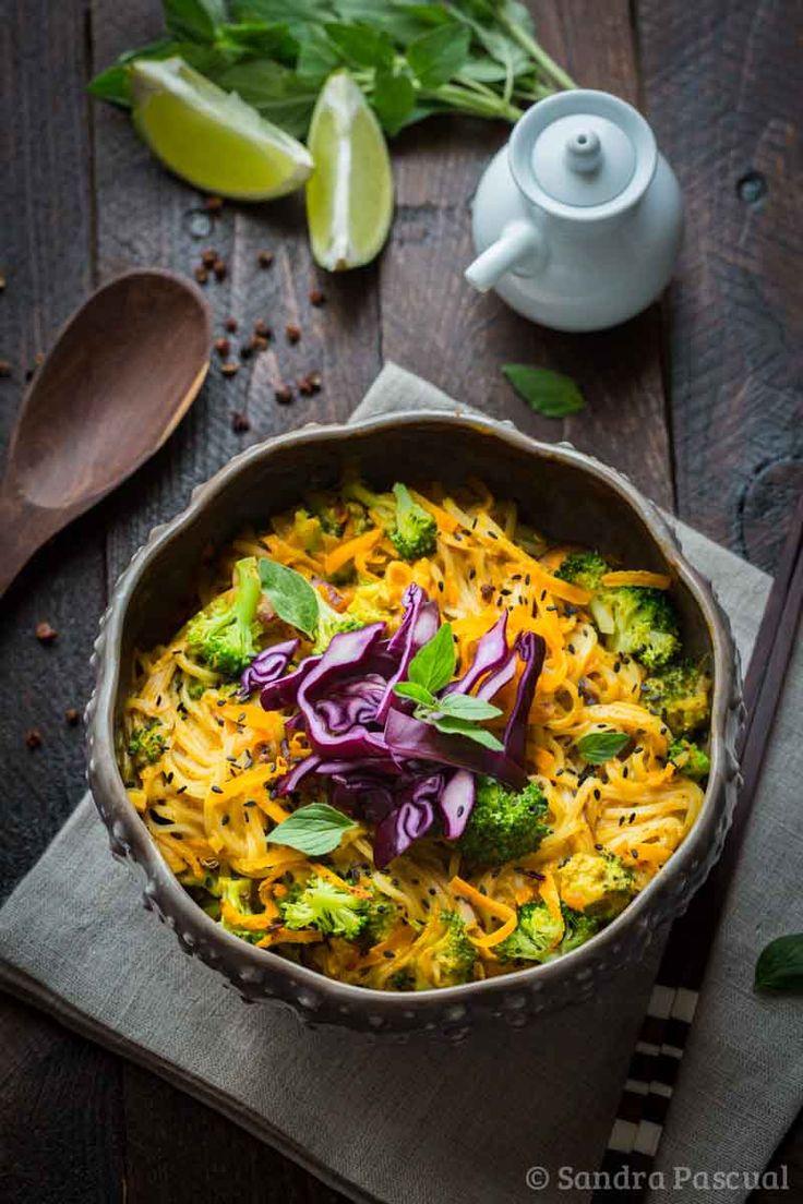 Nouilles de riz aux légumes sauce coco-curry