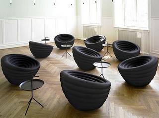 Siedzenia wykonane ze starych opon.