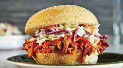 Sandwichs au filet de porc effiloché barbecue ! Recettes IGA | Marinade sèche, Paprika fumé, Chili