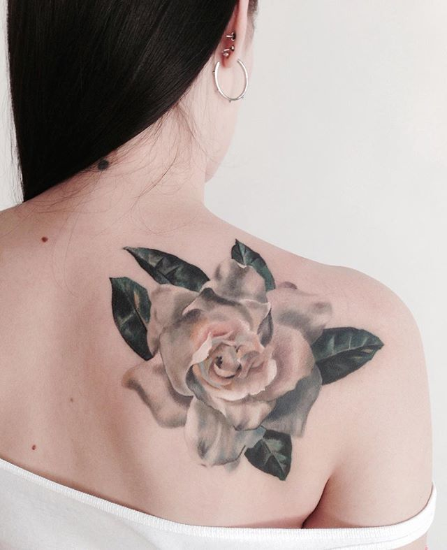 I'll never get tired of tattooing flowers. This gardenia is healed