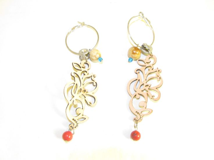 Handmade earrings with beige leather filigree (1 pair)  Made with beige leather filigree, antiallergic earring hoops, metal with crystal and corals.