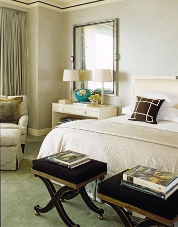 This one looked great.. thanks to dream-home: Houses Beautiful, Guest Bedrooms, White Bedrooms, Luxury Bedrooms, Master Bedrooms, Bedside Tables, Bedrooms Decor Ideas, Apartment Bedrooms, Crowns Moldings