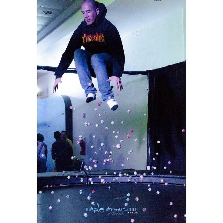 Salto en pelota. Jump in balls. #f4f #fff #pic #fotografia #photographer #photo #jump #balls #elastic #bed #cama #elastica #pelotas #instagram #instalove #picoftheday #we #instapicture #instamood Llámanos hoy Call us today 521 55 43 07 00 72 www.pabloarmus.com