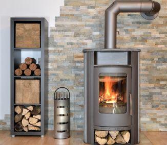 Teplo sálajúce zo zabudovaného krbu alebo kachľovej pece dokáže v zimnom období dodať šmrnc každej obývačke. Príjemné zvuky praskajúceho dreva a mihotavé plamene nielenže vykúria interiér, no navyše...