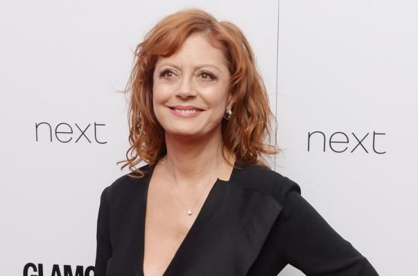"Annie Martin Feb. 15 (UPI) -- Susan Sarandon and Jessica Lange play warring ""Whatever Happened to Baby Jane?"" stars Bette Davis and Joan…"