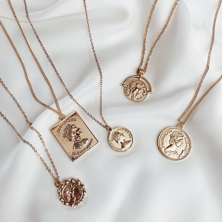 Belmto Minimal Gold NecklacesBella