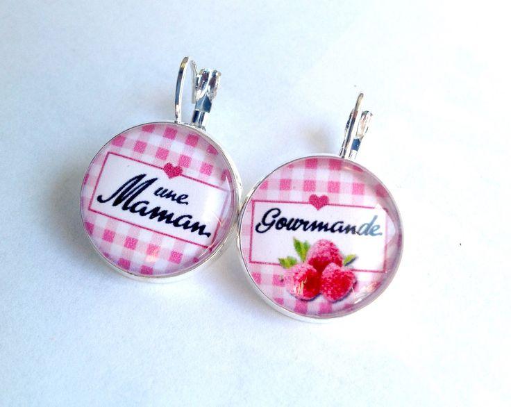 Boucles d'oreille fêtes des mères cabochon maman gourmande Vichy et framboise rose, métal argenté. : Boucles d'oreille par thislia
