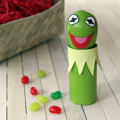 Last up in my parade of Easter egg decorations this year is one awesome amphibian — gloriously green, sporting his dapper frilled froggy collar, and delivering an eggs-traordinary holiday performance.