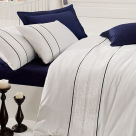 Create a romantically rustic bedroom with this stunning cotton satin bedding set, featuring coloured detailing and neutral hues. Team with bare woods, silver accents and blue tones to complete the look.  Product: 1 Double duvet cover and 2 pillowcasesConstruction Material: 100% Cotton satinColour: Dark blue and whiteDimensions: Duvet Cover: 200 cm x 220 cmPillowcase: 50 cm x 70 cm Note: Insert not included for duvet cover or pillowcaseNote: Pillow inserts are not includedCleaning and Care…