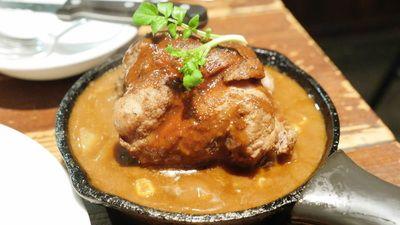 渋谷 野菜を食べるカレーcamp カレーの常識を覆す巨大な豚のスペアリブが入ったBBQカレーを食べてみた - GIGAZINE http://gigazine.net/news/20141227-camp-bbqcurry/