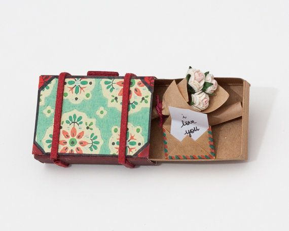 Suitcase with Bouquet of Roses miniature / Card / Gift door shop3xu