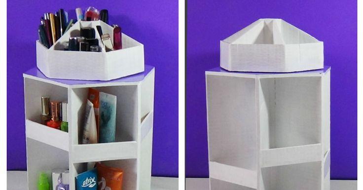 Reúne todo el cartón que puedas porque vas a querer hacer este organizador giratorio para el maquillaje.