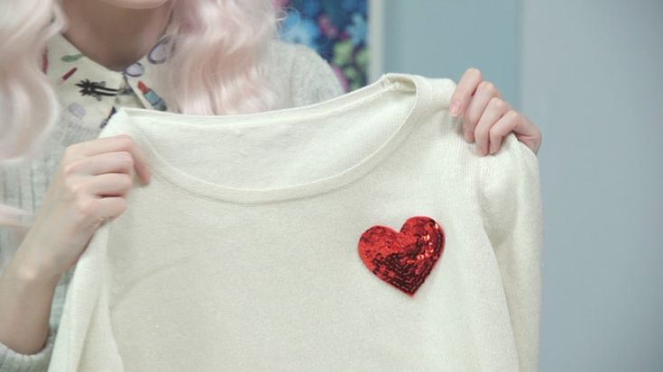 Make sequin heart patches ALB in Wonderland | DIY sequin heart patches, DIY patches, sequin accents, sequin trend, how to make clothing patches, DIY jean jacket embellishments, how to embellish a jean jacket, heart patches, fashion DIYs