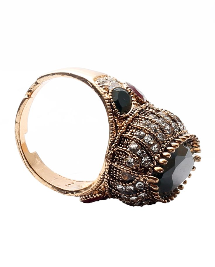 Meet all your fashion needs with this beautiful cocktail ring worn in your finger. Flaunt your beautiful hands and see the magic it does to your otherwise casual looks.