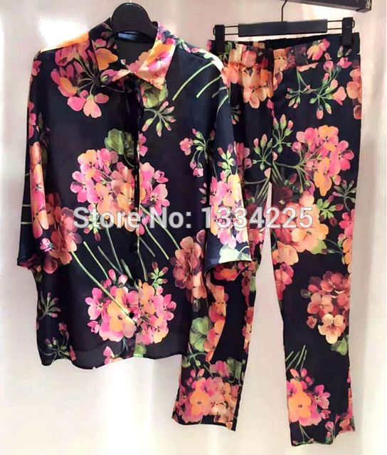 High Quality Women Runway Set 2016 Fashion Brand Runway Pants Set Women US $269.00 Specifics Style	Casual Gender	Women Decoration	None Clothing Length	Regular Pattern Type	Print Sleeve Style	Batwing Sleeve Closure Type	Single Breasted Brand Name	Eileen&Elisa Material	Silk Pant Closure Type	Elastic Waist Collar	Mandarin Collar Sleeve Length	Half Pant Length	Full Length   Click to Buy :http://goo.gl/t9O329