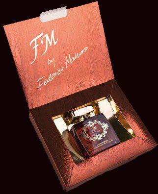Parfum FM 325  Kesegaran dan kekuatan aroma dari neroli yang terkombinasi dengan aroma menghanyutkan dari cardamon, partchouli, cedar, vetiver dan absinth.  Eau de Perfume 16% ersedia dalam kemasan 100 ml RP. 305.000  http://fm-dcigroup.com/?id=FMGresik