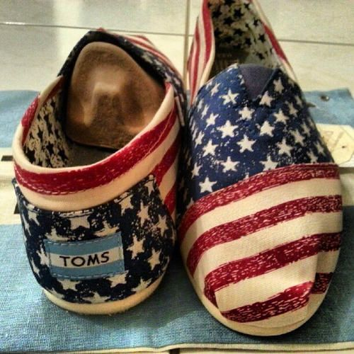 I am not a fan of Toms whatsoever! But I MIGHT just wear these oh the 4th of July with my navy Mom attire...That's a BIG might!!!