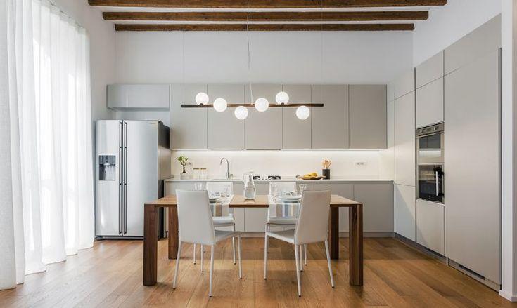 Ma in questa casa ci sono anche un soggiorno open space di circa 50 mq, tre camere e tre. Trilocale Iperfunzionale 85 Mq Home Kitchens Kitchen Design Modern Apartment Design
