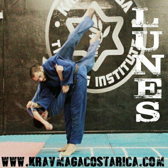 Lunes / Monday en Artes Promenade, Zapote   #kravmagacostarica #conditioning #fitness #jiujitsu #judo #kravmaga #costarica #zapote #promenade #sambo   ENGLISH SPOKEN   http://www.kravmagacostarica.com/es/horarios/   18:00 HIGH INTENSITY CONDITIONING con Sofía Poltronieri  18:00 KRAV MAGA Intermedios  19:00 SAMBO / JUDO  19:30 KRAV MAGA Intermedios con José Rodriguez