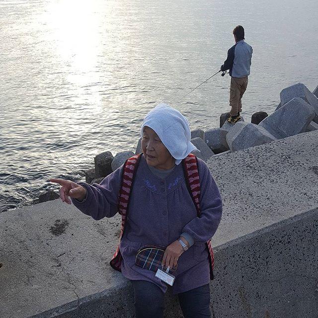 【kojisaiko】さんのInstagramをピンしています。 《今週も原田君とイカ釣りきた。広島から約一時間半のドライブ🚗#今んとこまだ釣れてない#エギング#エギ#イカ#アオリイカ#海釣り#投げ釣り#海#二週連続のボウズはヤバい#倉橋島#海#おばあちゃん#の幽霊》