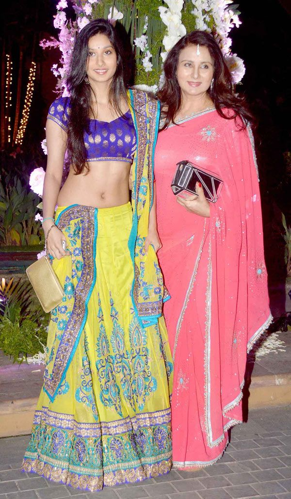 Poonam Dhillon and daughter Paloma at Manish Malhotra's niece Riddhi's sangeet. #Bollywood #Fashion #Style #Beauty