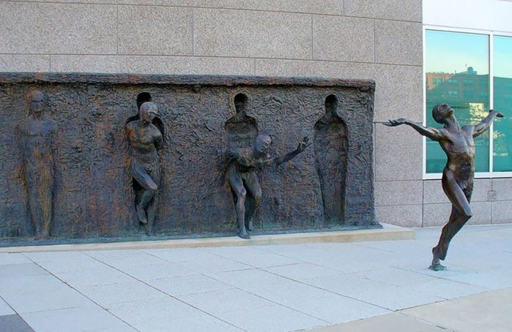 Find more pictures http://666travel.com/freedom-sculpture-philadelphia-usa/