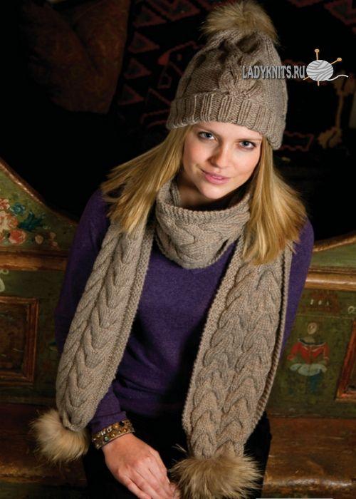Вязаный спицами роскошный комплект из шапка и шарфа с косами