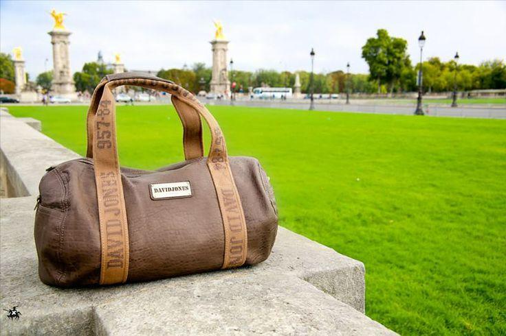 Le sac week-end signé David Jones est à Paris !!  http://www.les-sacs-de-juliette.fr/femme/1-sac-polochon-david-jones.html