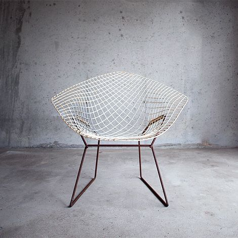 A nice, slightly rusty, vintage original Diamond Chair, designed by Harry Bertoia for Knoll in 1955.