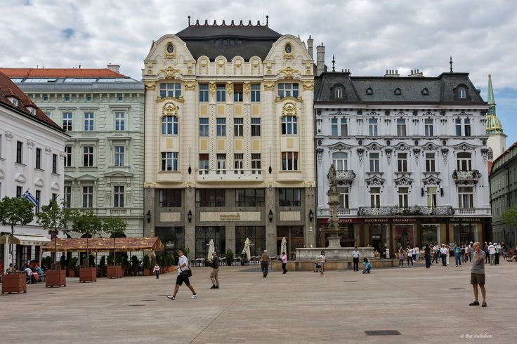 1206_old-town-square_001.jpg (2048×1366)
