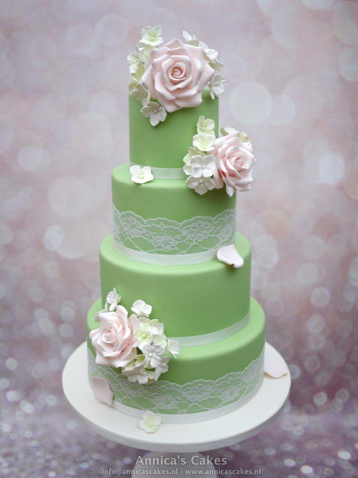 Vintage green wedding cake and soft pink roses. Bruidstaart oud groen met roze rozen, hortensia's en kant.