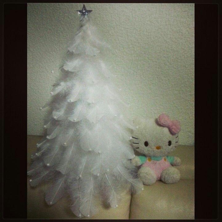 Blanca navidad. Hermoso mi pinito con plumas, me encanto.