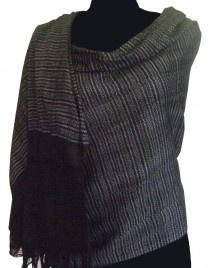Rebozos de bolita tejidos artesanalmente en telar de cintura