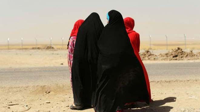 DAEŞ'ten yeni taktik! Kadın savaşçılar/Times gazetesinin haberine göre IŞİD, daha önce lojistik ve şehir içi zabıta ve emniyet görevi verdiği kadınları savaşmaları için Libya'ya gönderiyor.The Times gazetesinin haberine göre aralarında en az 60 İngiliz'in bulunduğu DAEŞ'in kadın üyeleri bugüne kadar yalnızca zabıta ve emniyet görevlerini üstleniyordu.