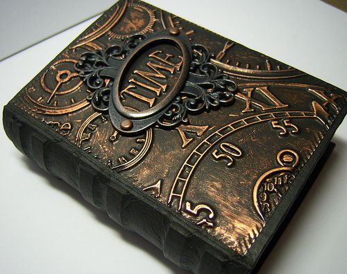 Altered book box by Linda Elbourne.  http://acraftingjourney.blogspot.co.uk/
