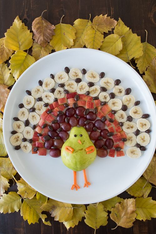 Turkey Fruit Platter -Healthy fruit platter for Thanksgiving  pear, grapes, apples, bananas, and chocolate covered raisins!
